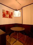 最大4名対応のプライベート感を配慮した半個室も完備