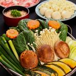 初代店主から三十年間守られてきた、相撲部屋で食べている本物のちゃんこ鍋の味。特製だしがたっぷりとしみこんだ野菜や肉の味は絶品! 一人前が約二名分とボリュームもたっぷりです。