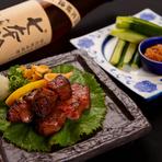 揚げ物や焼き物など自慢の美味しいお料理が豊富。日本酒や焼酎などのお酒にもピッタリ!