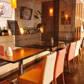 テーブル席はしきりがあり半個室的。デートにオススメ