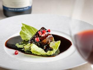 黒酢とたまり醤油のコクが際立つ『鎮江黒酢の酢豚』