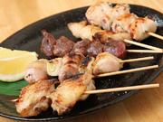すべて国産肉を使用した焼き鳥です。ふっくらジューシーに焼き上げます。