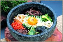 絶品の焼き肉のほか、本場・韓国の方も舌を巻く韓国料理を用意