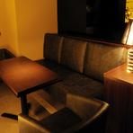 座り心地抜群のソファー席は疲れを癒すのにぴったりの場所。忙しい日々でもくつろぎのひとときは大切です。