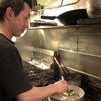 「おいしいのは当たり前。提供のスピードを重視し、いかに料理をおいしく味わってもらうかをいつも心がけています」と遠藤氏。ゲストが喜び楽しんでくれる、その笑顔を励みに日々腕を振るっています。