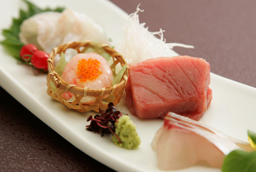 厳選された食材を、自家製土佐醤油、静岡産わさびで 『お刺身』