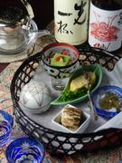 季節の食材を活かした雲丹豆腐・もずく酢など 日本酒との相性も良い、目にも楽しい盛り合わせ