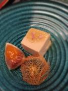 本葛を旬の食材とともに、丁寧に練り上げて作った豆腐に山葵のジュレを載せて爽やかに