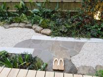 こじんまりとしたお庭で、日本の四季を感じる