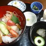 カフェの女性客に大人気の『海鮮丼御膳』