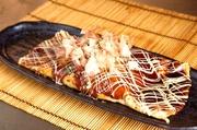 豚・バラ・イカ・タコ・大粒帆立・エビ・コーン・紅生姜・卵・麩と具沢山の一品! 究極のもんじゃ焼き。