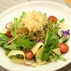 自家製豆腐と煎餅の大根サラダ