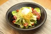 カリカリに焼いたじゃこと「栃木家」の生湯葉の食感が 楽しいサラダ。青じそドレッシングでどうぞ