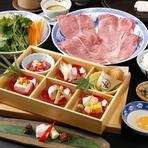 先附、前菜5点盛と名物コロッケ、すき焼、ご飯、赤だし、香物、甘味