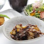 特製牛皿におかげ横丁で人気のコロッケをセットにした 豚捨御膳。