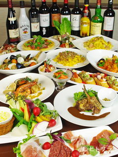 どれから食べようか悩むほど、料理が並ぶパーティーコース