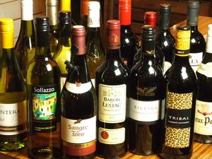 気軽に楽しめる『各国のボトルワイン 赤・白』