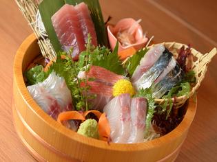 鮮度と質にこだわった魚を厚切りの刺身で!