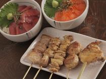 定番串焼きと、ミニ本マグロの漬け丼& ミニサーモン親子丼