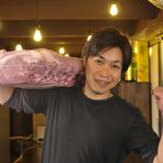 お肉に情熱とこだわりを持つオーナー、堀川氏。お肉について気軽に質問してみてください。