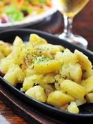 時期に合わせて一番おいしいジャガイモを使ってつくる、当店一番人気のメニューです。