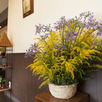 青森の季節を店内でも感じさせてくれる花々