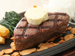 和牛の旨みを最大限に引き出す『炭火焼きステーキ』