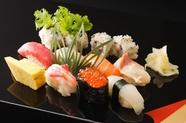 朝市場で仕入れる新鮮な旬の魚貝が盛り込まれた『政宗』