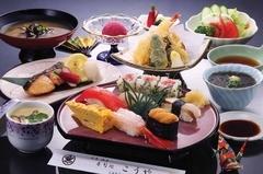 その日のお薦めの新鮮魚介をたっぷり使います。刺身、焼魚、天ぷらなど色んな料理を楽しめてリーズナブル!