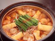 絶品の「プリプリホルモン」ほか、厳選素材を名古屋味噌と赤唐辛子を配合した秘伝のスープで味わいます。