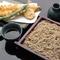 こだわりの活け〆穴子の天ぷらを添えた『穴子天せいろ』
