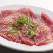 お肉本来の味が楽しめる焼肉の定番『牛カルビ』