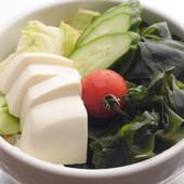 焼き肉の合間に食べたくなる『豆腐サラダ』