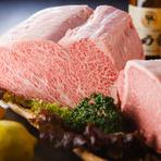 「みかわ牛」の中でも「みかわ牛ゴールド」と呼ばれる、A5ランクの最高級品のみ使用。柔らかくて綺麗なピンク色と見事な霜降りの牛肉に舌鼓。地産地消を推奨しているオーナーは、県内産食材を多く取り入れています。