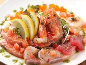 市場直送の鮮魚を堪能『魚介の宝石箱 六種盛りカルパッチョ』