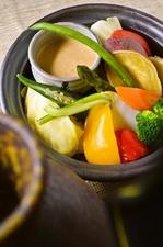 蒸し鍋サラダ(白みそバーニャカウダー)
