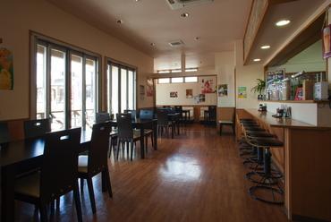 お食事にもカフェにも、思い思いの過ごし方ができるお店