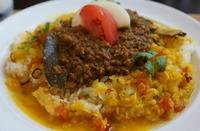 インドで広く知られるドライ風ひき肉のカレー。  当店独自にブレンドしたスパイスと挽肉をじっくり合わせました。ダルスープとカレーとあわせてお召し上がりください。