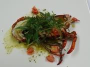ブルターニュ産活オマール海老は濃厚な味わいでしばし言葉を忘れる美味しさ。ワインが進む至福の一品です。