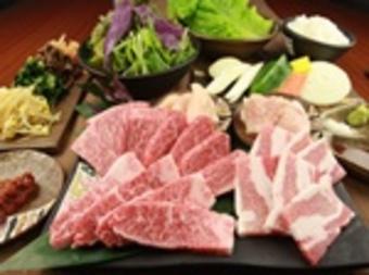 「石垣美崎牛」と「あぐー豚」2種類の沖縄ブランド肉を贅沢に食べ比べて楽しめる、当店一押しのコース