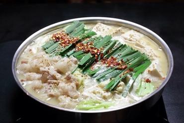 スープは味噌味、醤油味、塩味から選べる『博多もつ鍋』