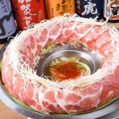 ローストビーフ/鶏ささみ/桜肉を使用しユッケにすることで柔らかい食感とごま油の香りが楽しめます。