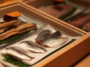 九州から直送される旬の魚