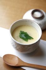 出汁の香りが身体に優しく染みる『茶碗蒸し』