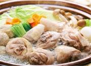 新鮮な伊達産丸鶏をじっくりと煮込んだ特製のスープ使用。コラーゲンも野菜もたっぷり!