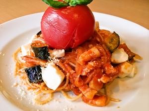 丸ごとトマトとナス、モッツアレラのトマトソース