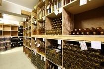 併設されたワイナリーからお料理に合うワインをお出しします