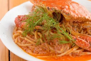 カニのうま味がたっぷり! 贅沢な気分が味わえる『丸ごと渡り蟹のクリームパスタ』