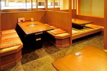 それぞれのスペースで区切られている個室席
