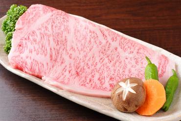 霜降り肉の濃厚な味わいが舌の上でとろける『飛騨牛ロース』